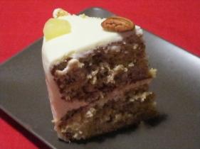 una fetta di Hummingbird cake