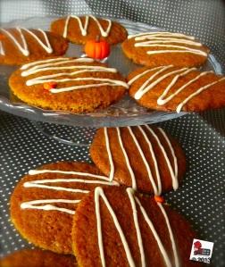 Cookies alla zucca con glassa allo sciroppo d'acero