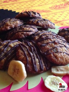 Banana, walnut, chocolate and oat cookies