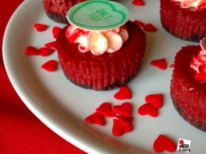 Individual red velvet cheesecake